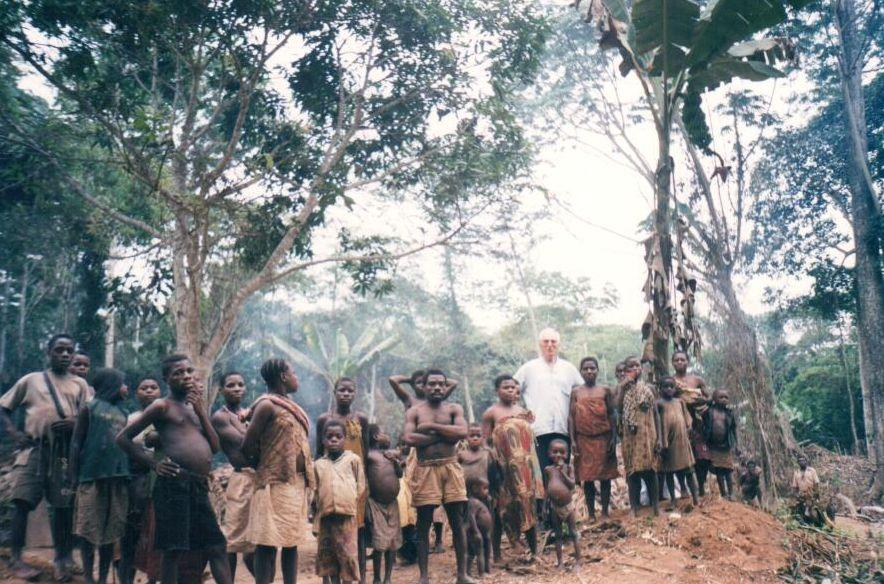 obóz Pigmejów w dżungli