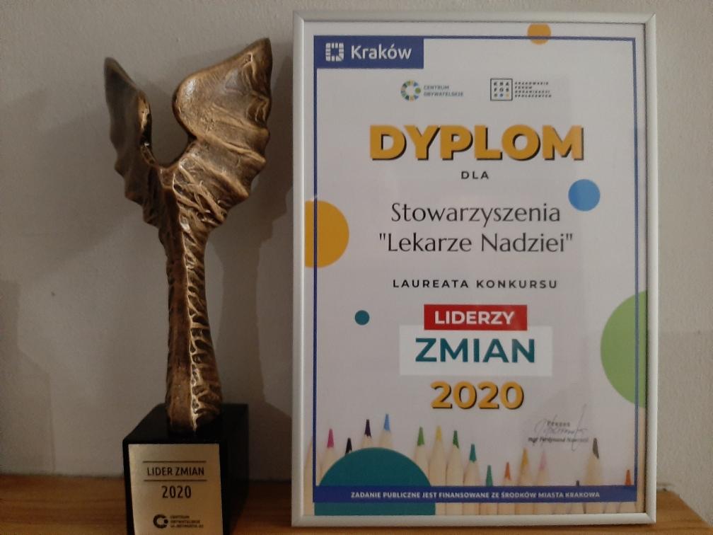Lider Wolontariatu 2020 - Statuetka idyplom